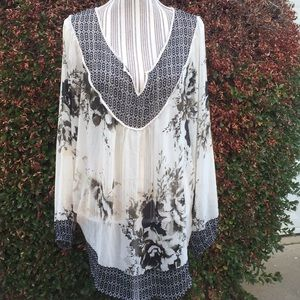 Rose & Olive flowy floral top
